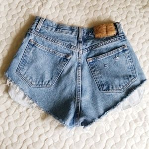 Vintage high waisted distressed denim shorts 2